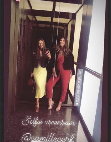 En vacances à Dubaï avec Iris Mittenaere, l'ancienne Miss Univers 2016 et Miss France 2016, Camille Cerf a publié une photo de leur look sur Instagram.