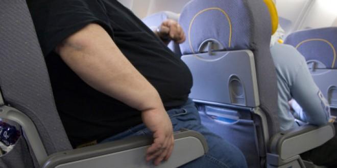 Pour gagner de la place et assurer ainsi un meilleur rendement des vols, les compagnies aériennes ont réduit la taille des sièges. Sauf qu'aux Etats-Unis, les modèles d'aujourd'hui ne correspondent plus à la morphologie d'une grande partie des voyageurs.