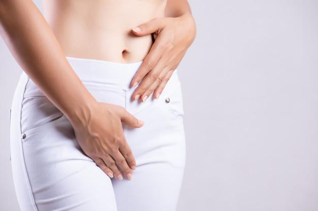 """Les jeunes femmes atteintes d'obésité et d'un syndrome des ovaires polykystiques (SOPK) ont un plus grand nombre de bactéries intestinales """"malsaines"""" dans leur organisme que celles ne connaissant pas ces soucis de santé. Selon une équipe du Colorado, le microbiote intestinal jouerait un rôle dans le développement de cette maladie hormonale."""