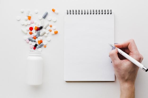 A la suite d'une augmentation des prescriptions des traitements Plaquenil® (hydroxychloroquine) et Kaletra® (lopinavir/ritonavir), l'ANSM alerte sur le danger que peuvent représenter ces médicaments pris en automédication. Elle enjoint les pharmaciens d'officine à ne délivrer ces médicaments que sur prescription médicale dans leurs indications habituelles, « ceci afin de sécuriser leur accès aux patients qui en bénéficient pour leur traitement chronique ».