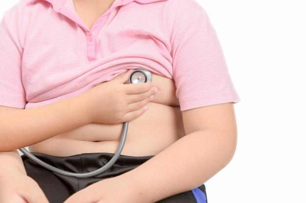 Un rapport émanant d'un centre de soins réputé de New York souligne que, pour les enfants hospitalisés, la complication de l'obésité n'augmentait pas nécessairement la probabilité qu'un jeune patient infecté par le coronavirus, ait besoin de niveaux de soins améliorés. Contrairement aux adultes...