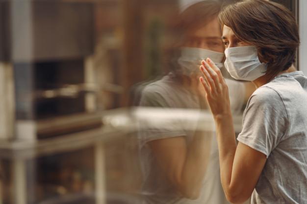 Des chercheurs italiens recommandent aux personnes atteintes d'obésité de doubler leur temps d'auto-isolement à 28 jours. Ces experts se basent sur la recherche autour des épidémies de grippe pour faire valoir que ces personnes sont plus sensibles à des infections comme le Covid-19. Selon eux, ces patients peuvent être contagieux pendant plus longtemps.
