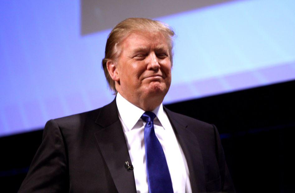 Sur la base des mesures communiquées par son médecin, le président américain conserve un poids élevé mais stable. Il s'agit du troisième examen physique annuel de Trump. Le mois dernier, ses adversaires avaient critiqué sa prise d'hydroxychloroquine et fustigé, à tort, son « obésité morbide ».