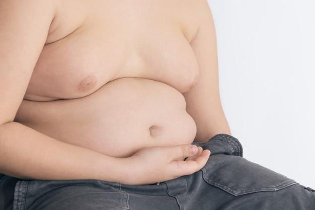 La graisse corporelle supplémentaire impacte le système immunitaire du corps. Or chez les jeunes adultes, l'obésité augmente également les taux de cancer, y compris le cancer colorectal, le cancer du pancréas, et dans une certaine mesure le cancer du rein. Le docteur Vikas Goswami, de oncologie à l'hôpital de New Delhi, décrypte le sujet.