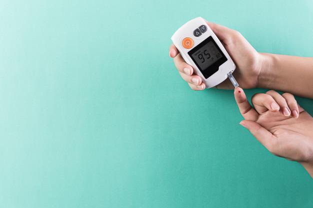 Selon une étude américaine menée auprès de 7 200 patients, une perte de poids de 5 à 10% pourrait augmenter l'espérance de vie des personnes souffrant d'obésité et de diabète. Ce constat serait notamment valable lorsque la perte de poids fait suite à une opération de chirurgie bariatrique.