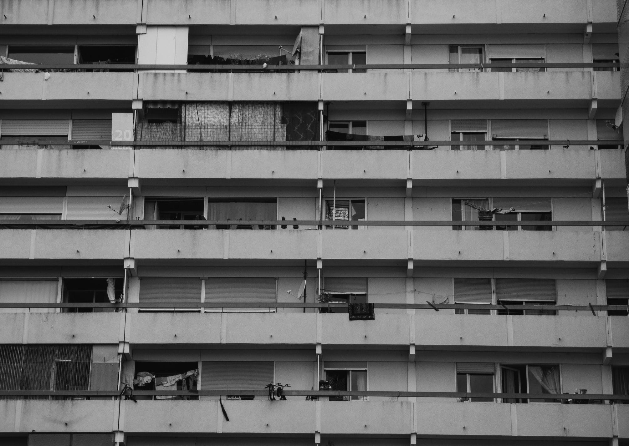L'obésité a de multiples déterminants dont la majorité ne sont pas physiques. Pour tenter de comprendre les autres ressorts de la maladie, des chercheurs français se sont penchés sur le cadre de vie et sur l'influence du contexte urbain de 70 000 personnes. De quoi inspirer les politiques d'aménagement des quartiers et les stratégies de santé publique.