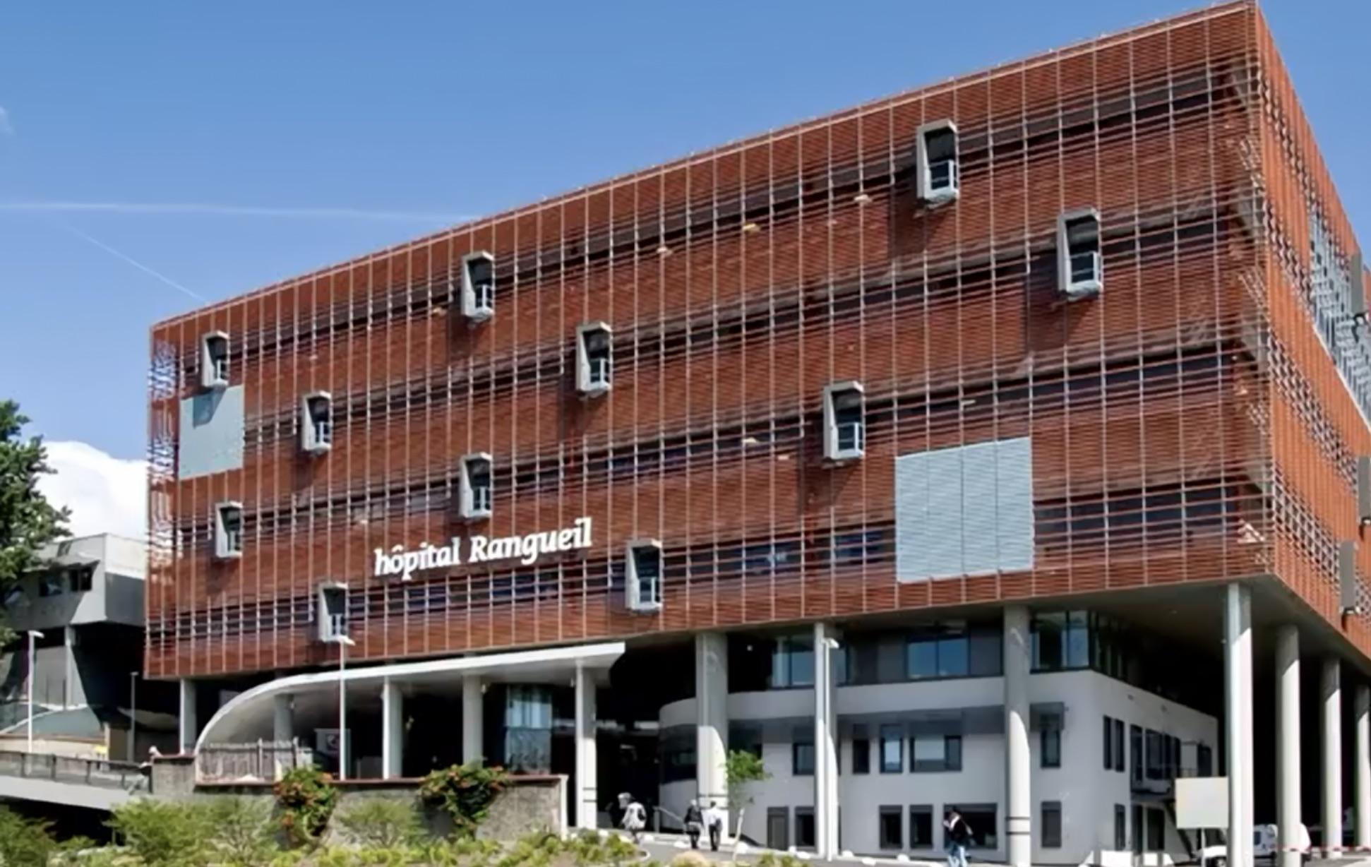 En fin de semaine dernière, la direction de l'hôpital de Toulouse, en Haute-Garonne, a fait le point sur l'activité hospitalière liée à la Covid-19. Si le nombre d'admissions liées à la Covid-19 est en légère baisse depuis une quinzaine de jours, le plateau reste très élevé. Une nouvelle population plus jeune, le plus souvent atteinte d'obésité massive, apparaît dans les lits de réanimation.